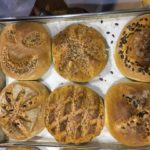 Das sind die wunderbaren, ganz unterschiedlich gestalteten Brote…